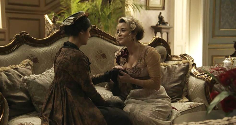 Fani procura Josephine e elas falam sobre passado (Foto: TV Globo)