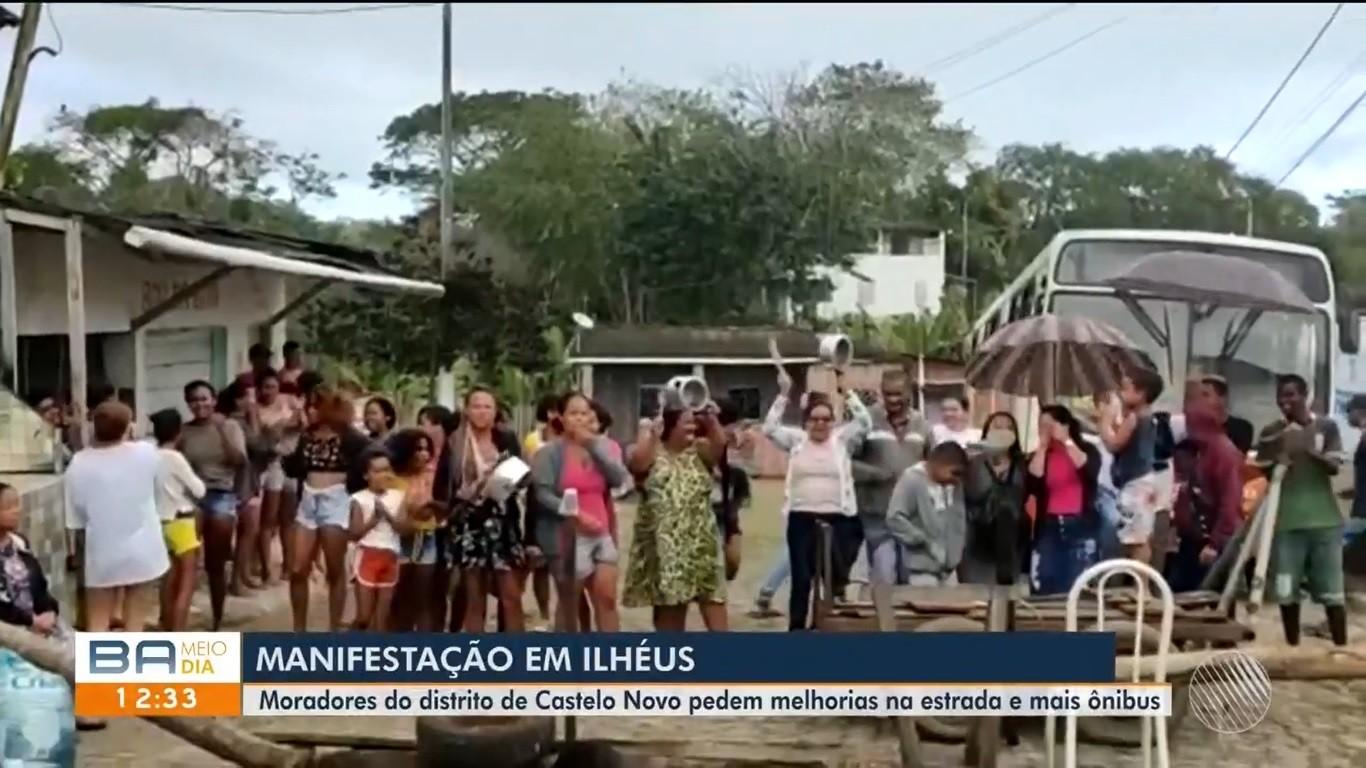 Moradores de comunidade de Ilhéus que reclamavam de estrada e transporte público encerram ato depois de 24h