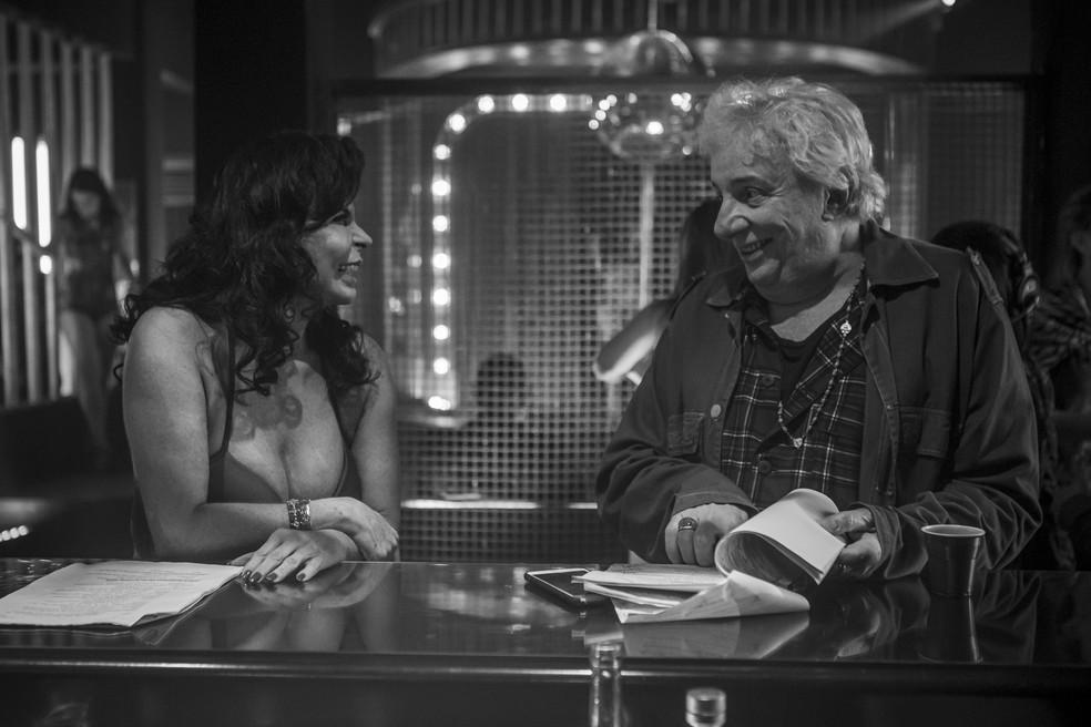 Gretchen e Marco Nanini nos bastidores de cena de 'A Dona do Pedaço' — Foto: Artur Meninea/Gshow