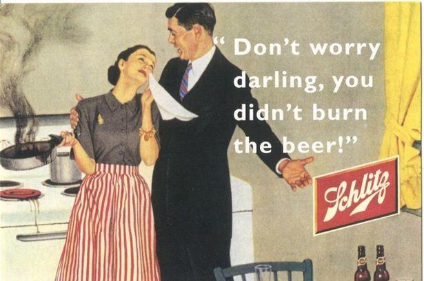 """Cartaz norte-americano da década de 1950 com mensagem machista: """"Não se preocupe, querida, você não queimou a cerveja"""" (Foto: Reprodução)"""