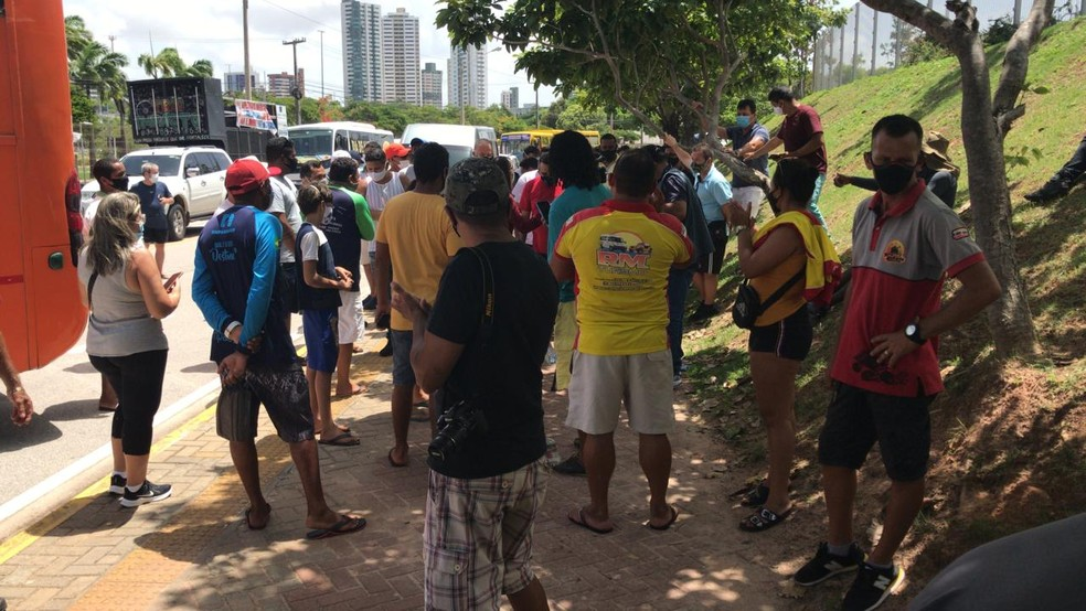 Profissionais de turismo fazem protesto por flexibilização de medidas de isolamento no RN — Foto: Carlos Dhaniel/Inter TV Cabugi