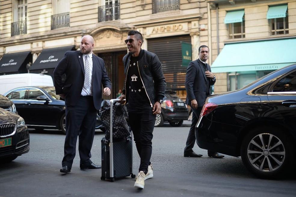 Paulinho foi um dos primeiros a aparecer no hotel do Brasil (Foto: Pedro Martins)