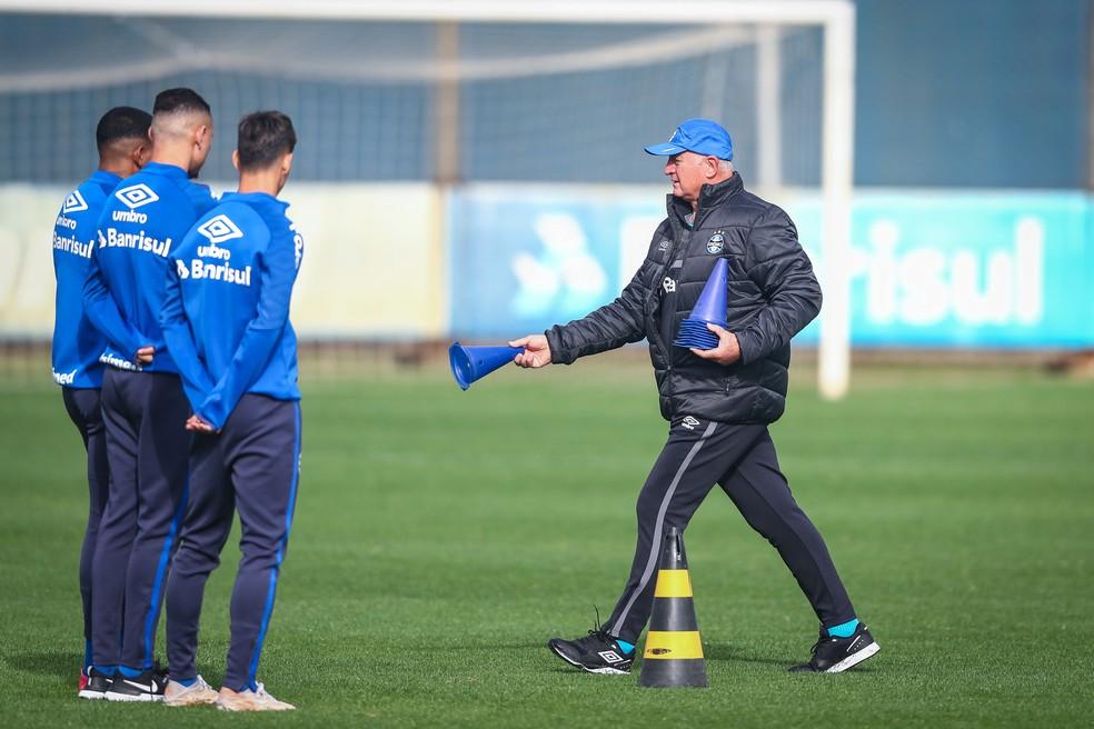 Felipão trabalha para manter força mental do elenco — Foto: Lucas Uebel/DVG/Grêmio