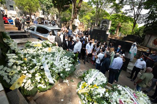 Dudu Braga é sepultado em São Paulo (Foto: Amauri Nehn/Brazil News)