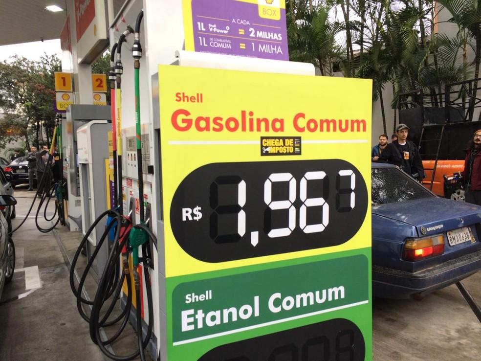 Posto de combustível na Zona Sul vende gasolina abaixo do preço normal em protesto contra impostos (Foto: Marina Pinhoni/G1)