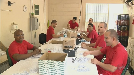 Empresa de telecomunicação instala unidade em presídio e oferece emprego a detentos em MG