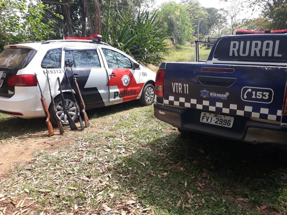 Além dos animais silvestres, policiais encontraram 5 armas no local.  — Foto: Polícia Militar/Divulgação