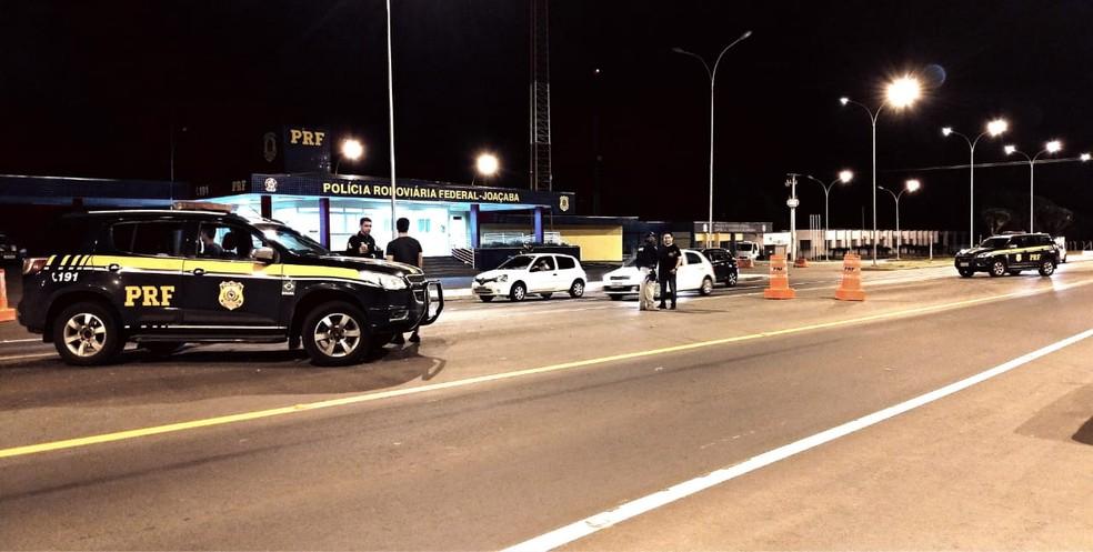 Fiscalização no posto da Polícia Rodoviária Federal de Joaçaba durante o carnaval — Foto: PRF/ Divulgação