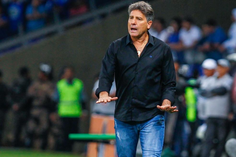 Renato pediu calma, mas também se irritou durante o jogo (Foto: Lucas Uebel/Grêmio/Divulgação)
