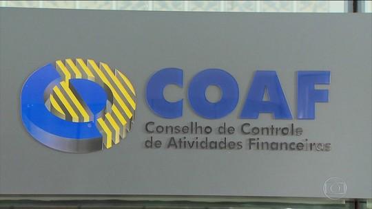 Ex-assessor de Flávio Bolsonaro recebia mesmo quando estava fora do país, diz Coaf