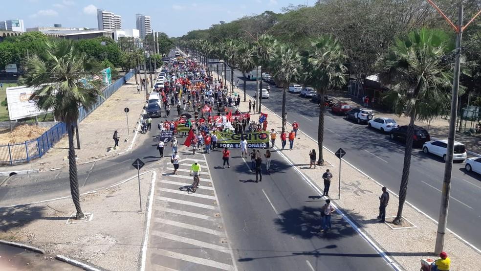 7 de Setembro: grupo protesta contra o governo Bolsonaro diante da Assembleia Legislativa em Teresina — Foto: Lucas Marreiros/G1