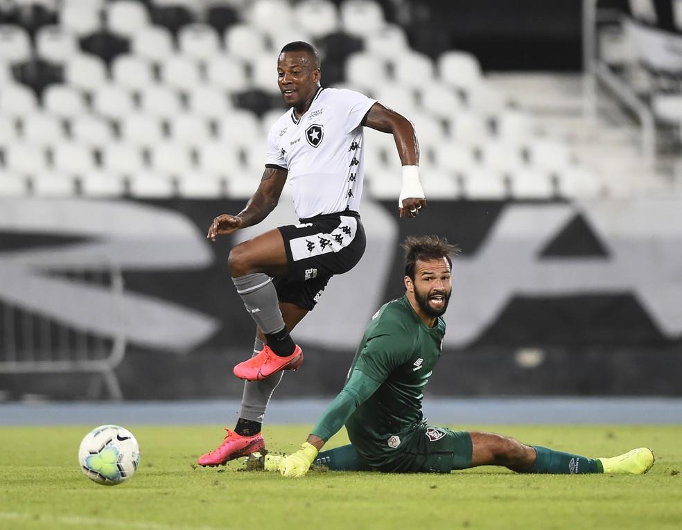 Guilherme Santos e Muriel em Fluminense x Botafogo — Foto: André Durão