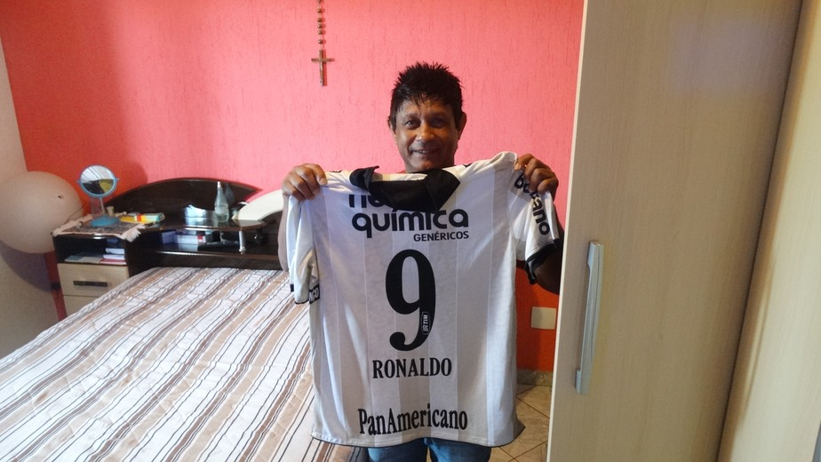 ... Último gol do Fenômeno  roupeiro do Cruzeiro guarda relíquia dada por  Ronaldo 1aa1a22b6c003