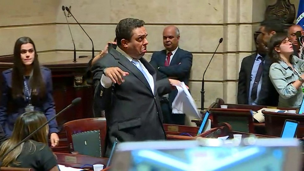 Vereador Otoni de Paula ridiculariza colega de oposição após defender Crivella em discurso na Câmara (Foto: Willian Corrêa/Globonews)