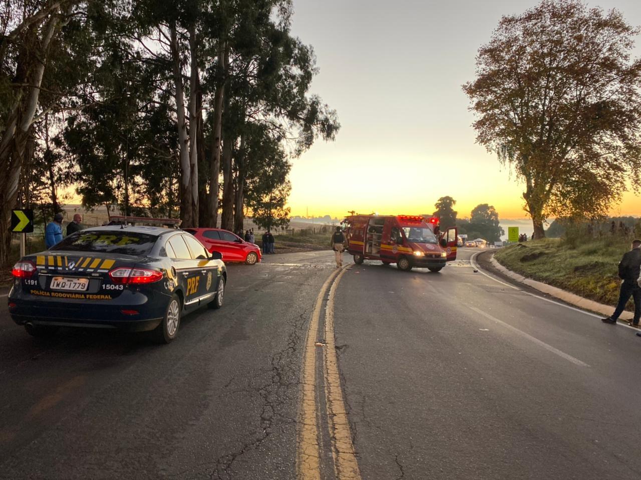 Homem de 27 anos morre após acidente entre dois carros na BR-116, em Vacaria