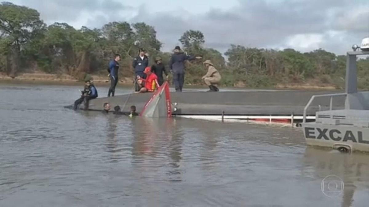 Naufrágio de barco-hotel deixa sete mortos no Pantanal