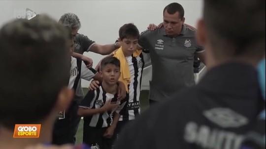 Vídeo: Ycaro, o Lepo Lepo, dá show em preleção do Santos sub-11 e chama a atenção de Muricy