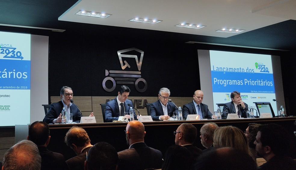 Assinatura dos programas prioritários do Rota 2030 — Foto: André Paixão/G1