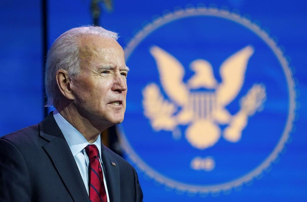 Joe Biden, presidente eleito dos EUA, durante coletiva de imprensa da equipe de transição nesta terça (8) — Foto: Kevin Lamarque/Reuters