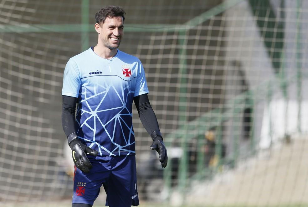 aa905752ad61b ... Martín Silva sorri em seu retorno aos treinos do Vasco — Foto  Rafael  Ribeiro