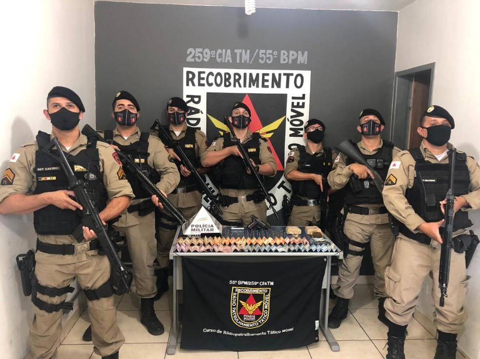 Equipe que participou da ocorrência em Buritizeiro — Foto: Polícia Militar/Divulgação