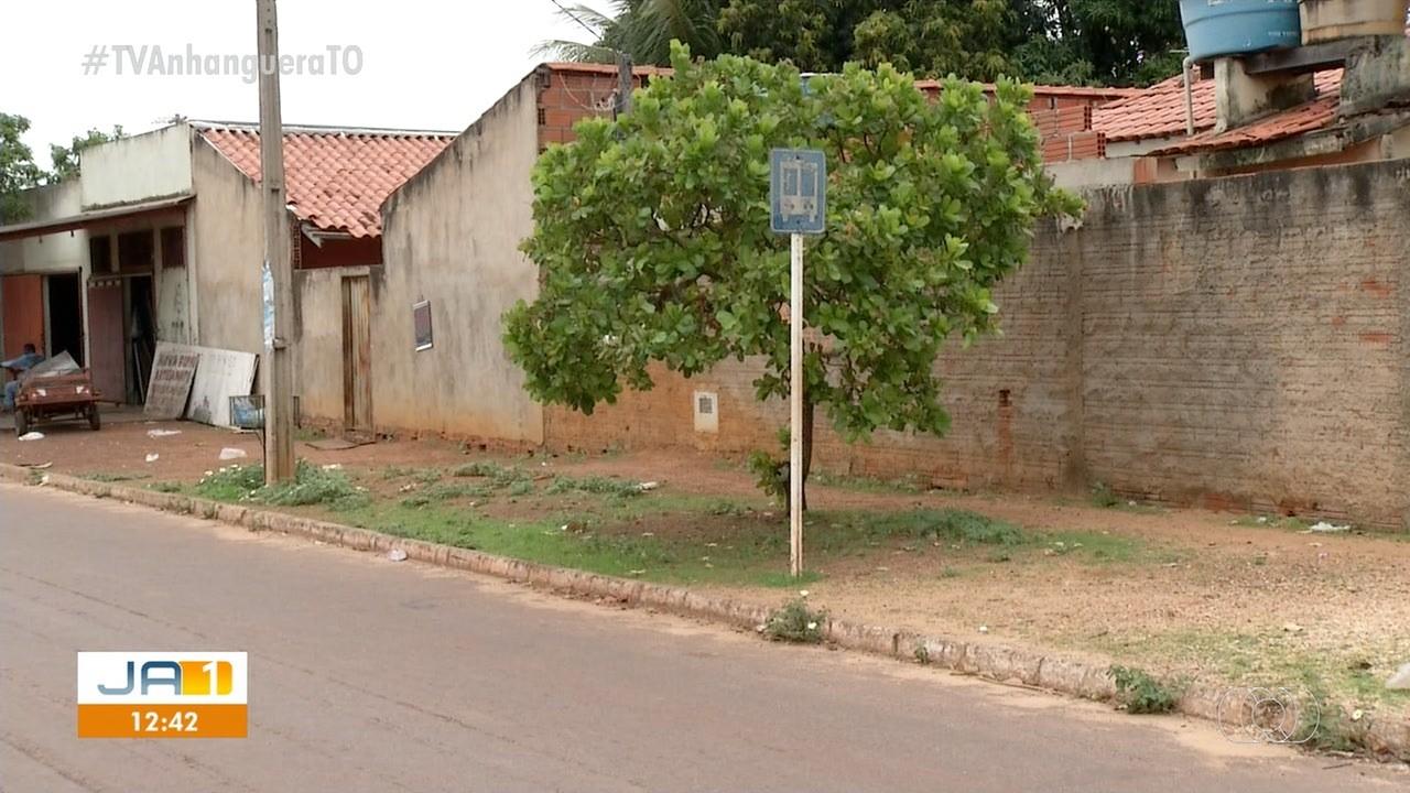 Passageiros reclamam da falta de proteção em pontos de ônibus sem cobertura - Notícias - Plantão Diário