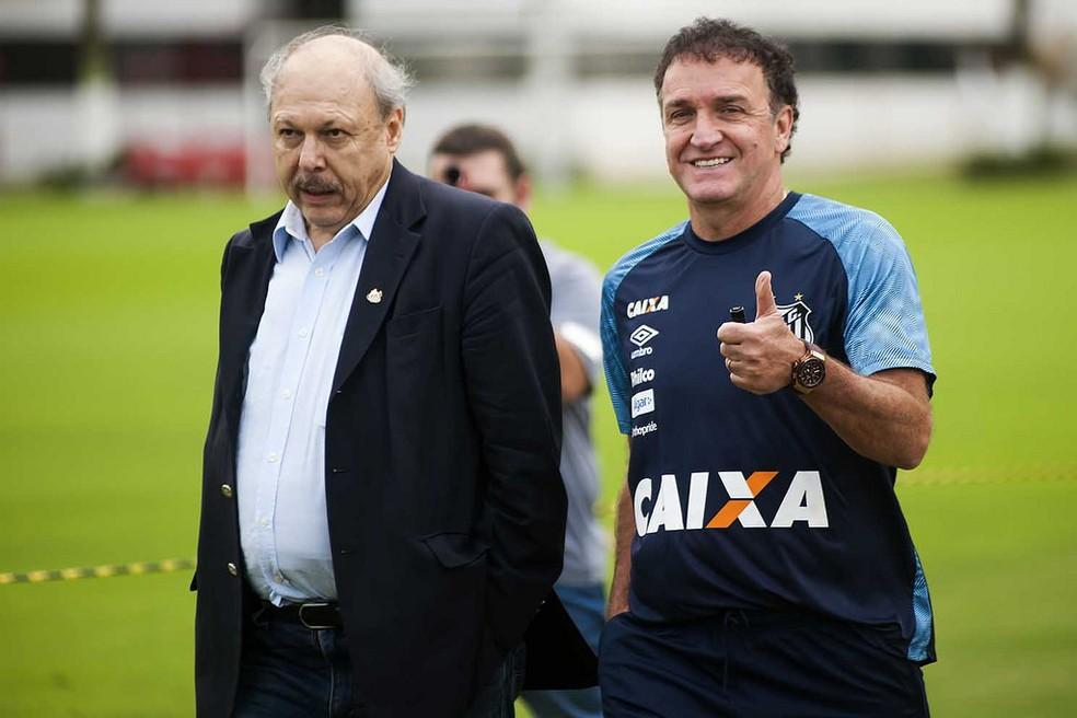 José Carlos Peres e Cuca começam a tratar do próxima ano do Santos — Foto: Ivan Storti/Santos FC