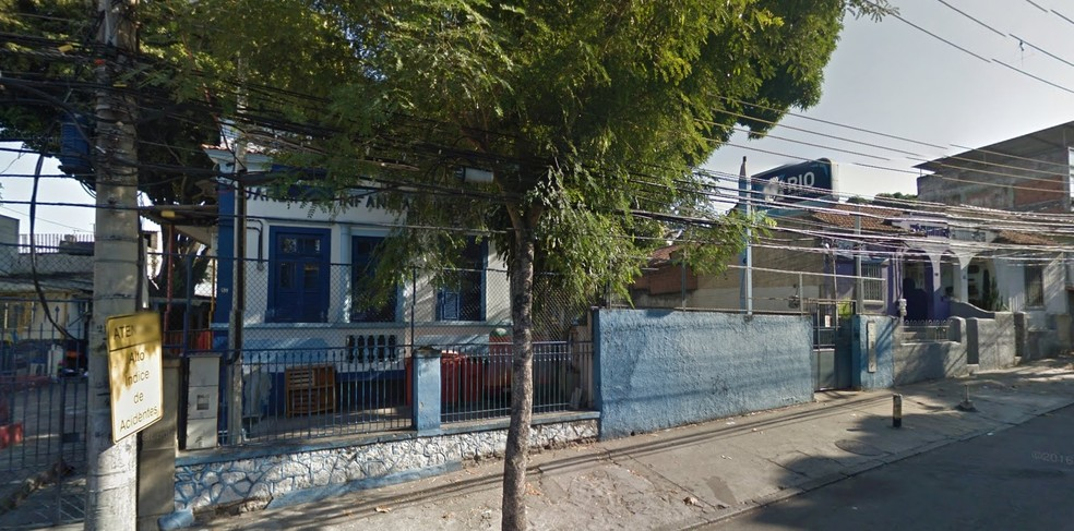 Jardim de infância da rede municipal teve televisores, aparelho de som e lembranças do Dia dos Pais roubadas. (Foto: Reprodução/ Google Street View)