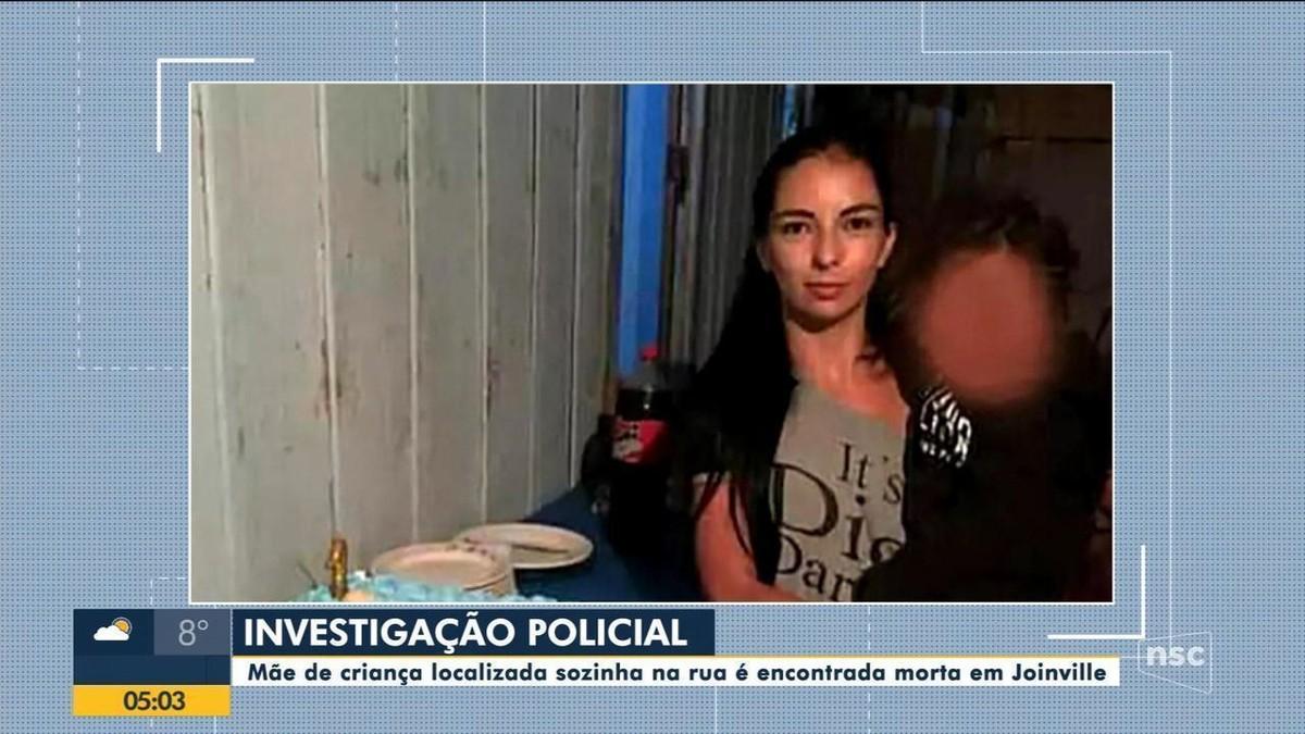 Polícia vai investigar caso de mulher encontrada morta em Joinville; filho dela de 2 anos foi achado sozinho na rua