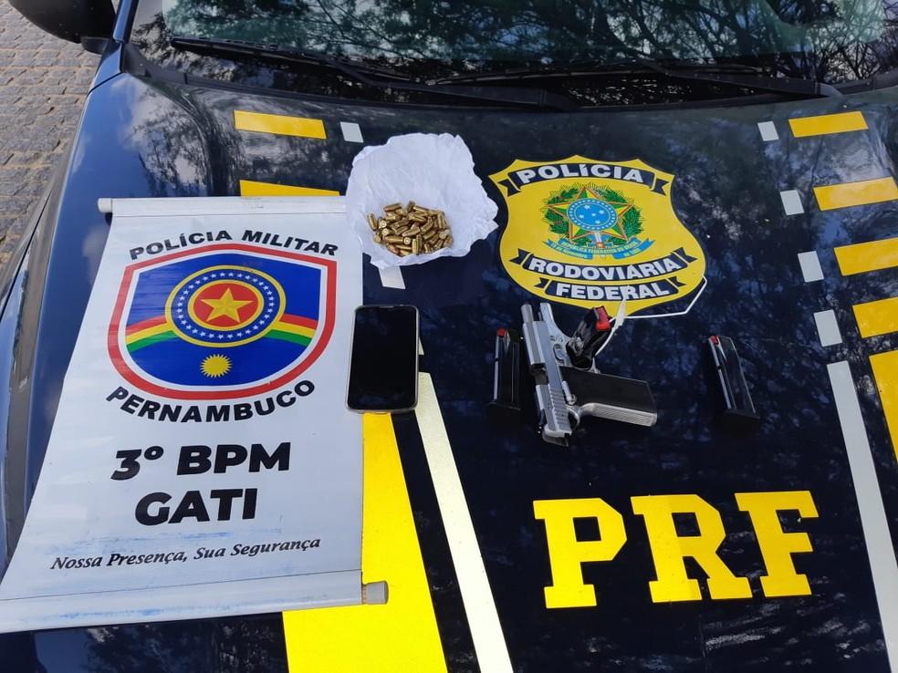 Material aprrendido em Arcoverde — Foto: Polícias Rodoviária Federal e Militar/Divulgação