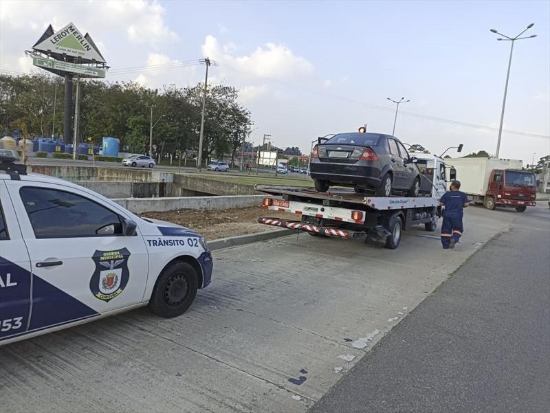 Carro com R$ 79 mil em débitos é guinchado em Curitiba, diz prefeitura