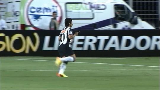"Após jogo histórico, Guilherme revê Newell's Old Boys e alerta contra ""malandragem"""