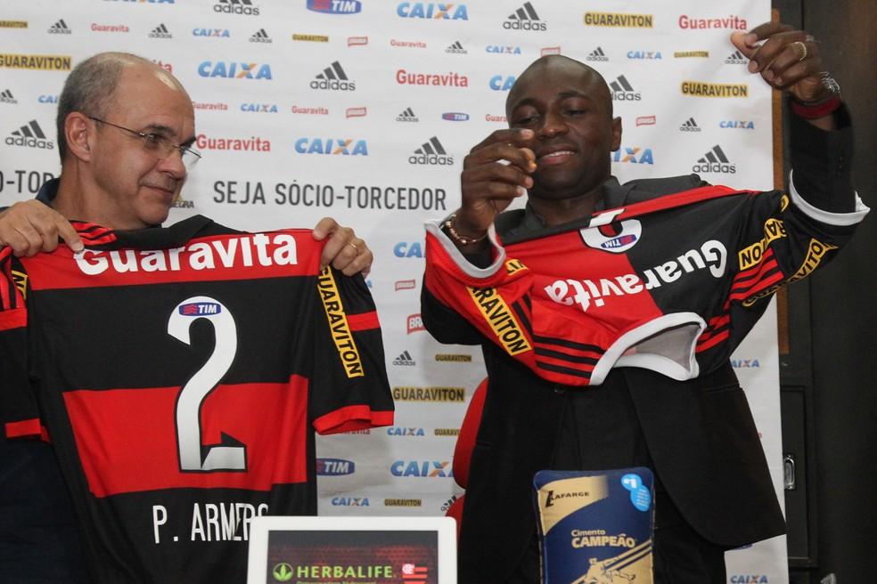 Armero herdou a camisa 2 de Léo Moura em sua chegada (Foto: Gilvan de Souza/Flamengo)