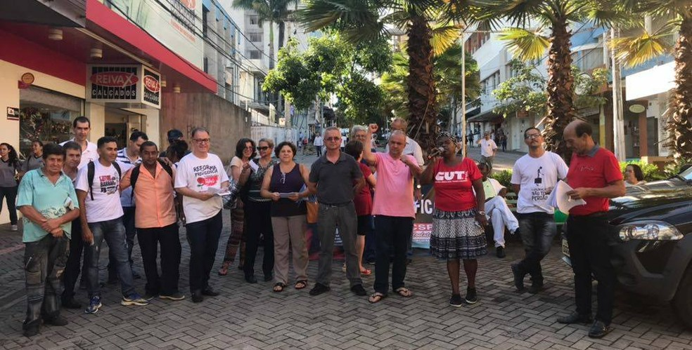 -  Manifestantes se reuniram na tarde desta terça-feira  5  na região central de Divinópolis  Foto: Elimara Gaia/Arquivo Pessoal