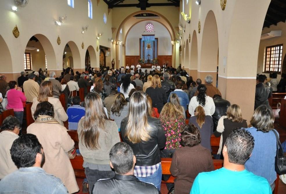 Novena na Igreja Nossa Senhora do Perpétuo Socorro, em Campo Grande, reúne cerca de 25 mil fiéis todas quartas-feiras (Foto: Fernando da Mata/G1 MS/Arquivo)