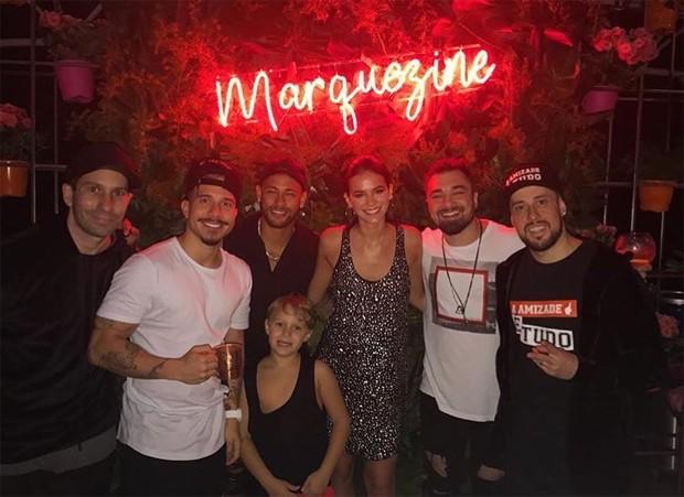 Bruna Marquezine com Neymar, Davi Lucca e amigos (Foto: Reprodução/Instagram)