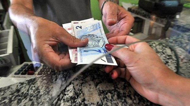 Dinheiro já poder recebido por trabalhadores na rede bancária    (Foto: Reprodução/Agência Brasil)