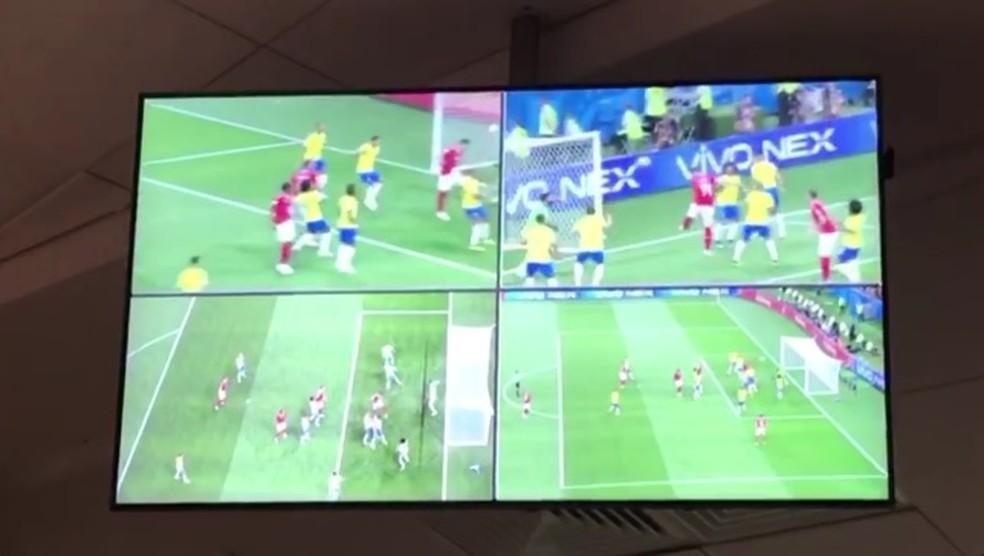Imagens do VAR em Brasil 1x1 Suíça, na Copa do Mundo — Foto: reprodução/video