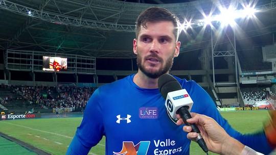 """Júlio César exalta união do grupo do Fluminense: """"Um jogando pelo outro"""""""