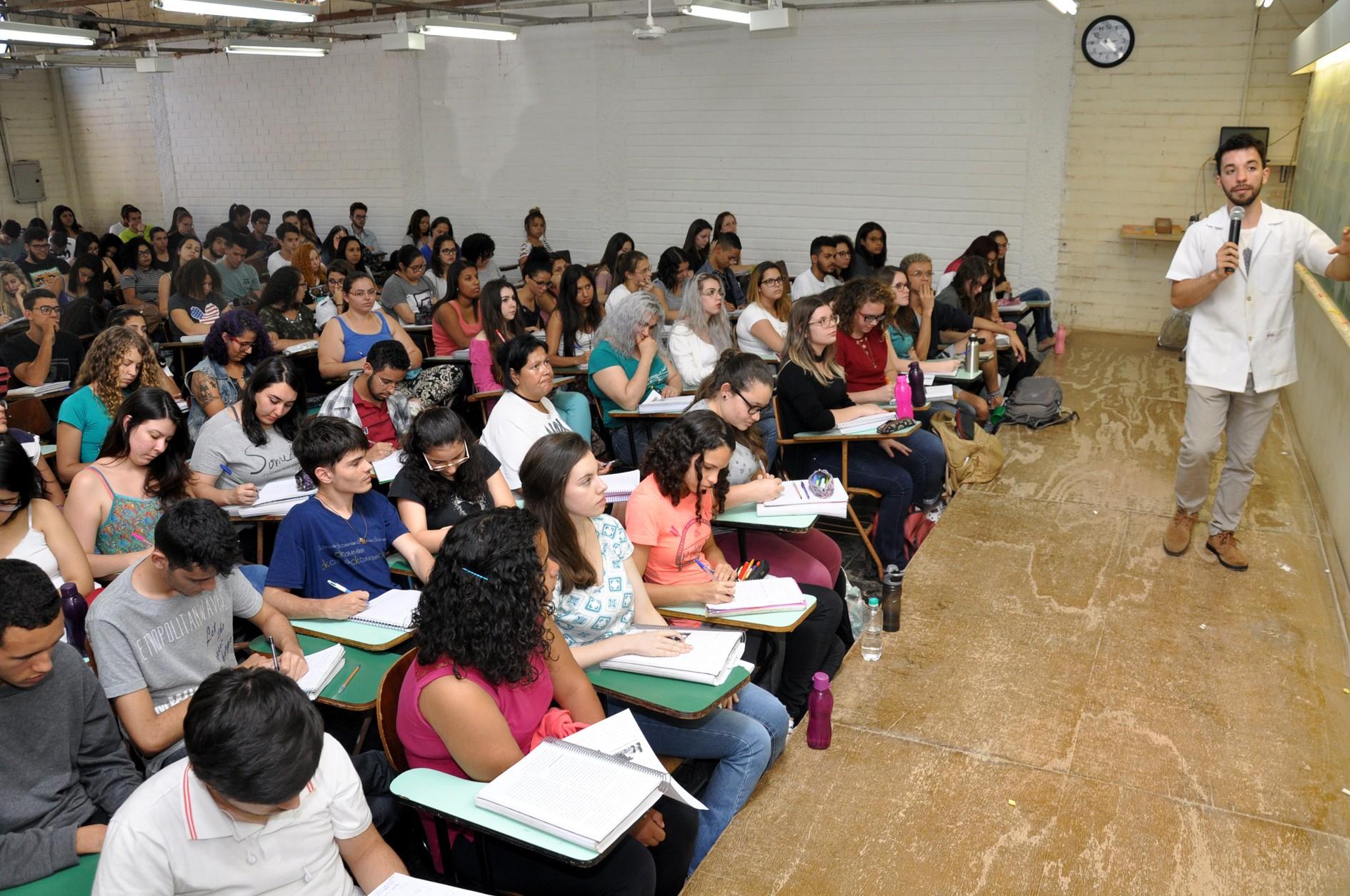 Inscrições para curso pré-vestibular gratuito da UEL começam nesta segunda-feira (22)
