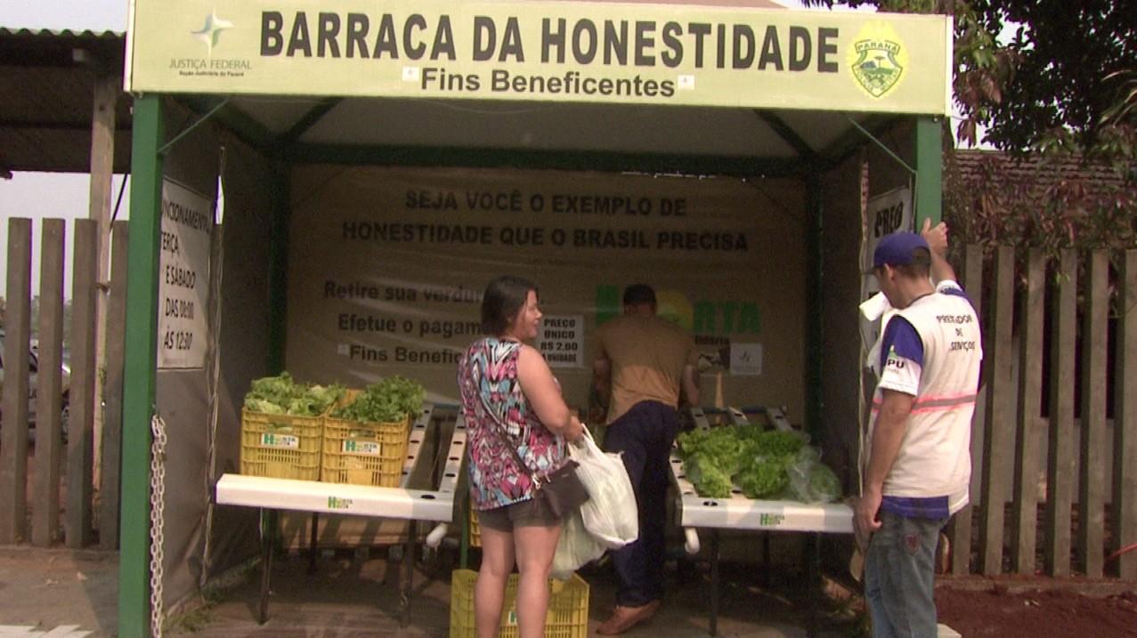 'Barraca da honestidade' comercializa produtos sem vendedores, em Foz do Iguaçu - Notícias - Plantão Diário