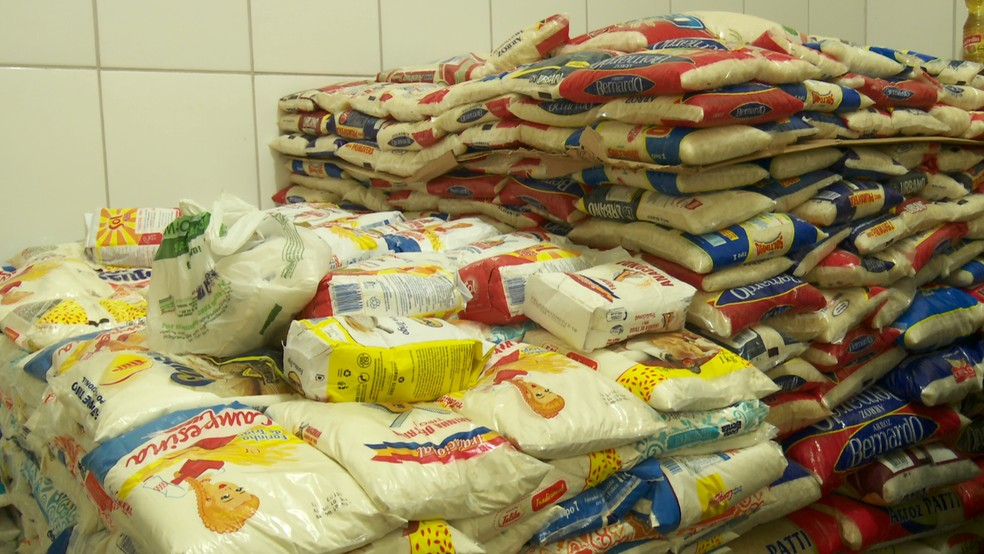 Mais de 8 toneladas de alimentos arrecadadas na Expoari são entregues ao banco de alimentos de Ariquemes, RO — Foto: Rede Amazônica/Reprodução
