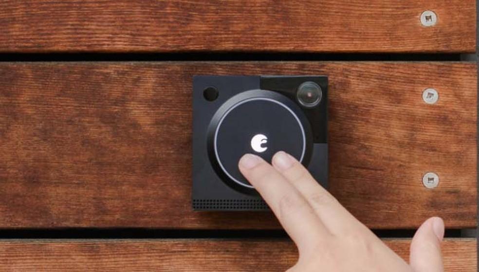 De acordo com a fabricante, a August Doorbell Cam grava a cores e em HD mesmo em ambientes escuros (Foto: Divulgação/August)