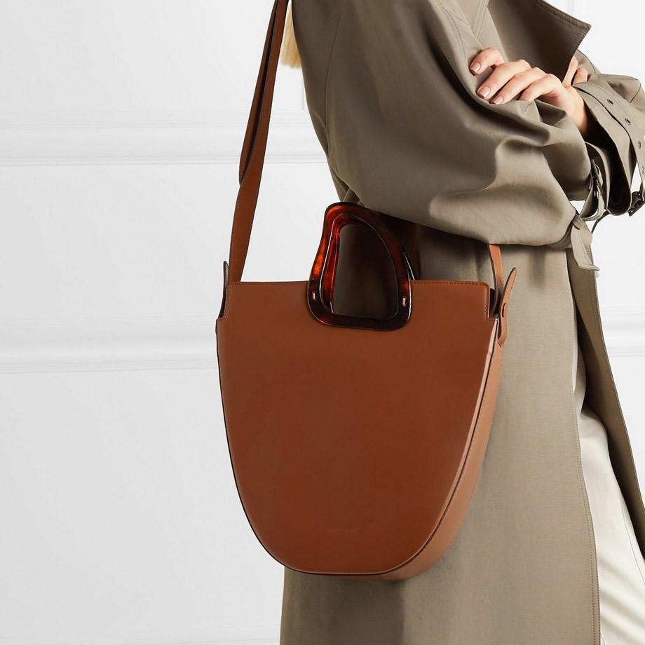 Resultado de imagem para Tendência dos anos 90, a estética minimalista domina as bolsas da temporada