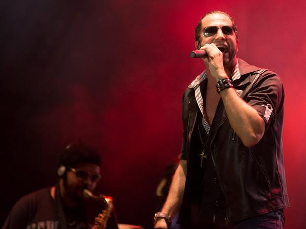 Carioca leva hits antigos como 'Me Leva' ao palco 'Festeja Barretos' na 59ª Festa do Peão (Foto: Érico Andrade/G1)