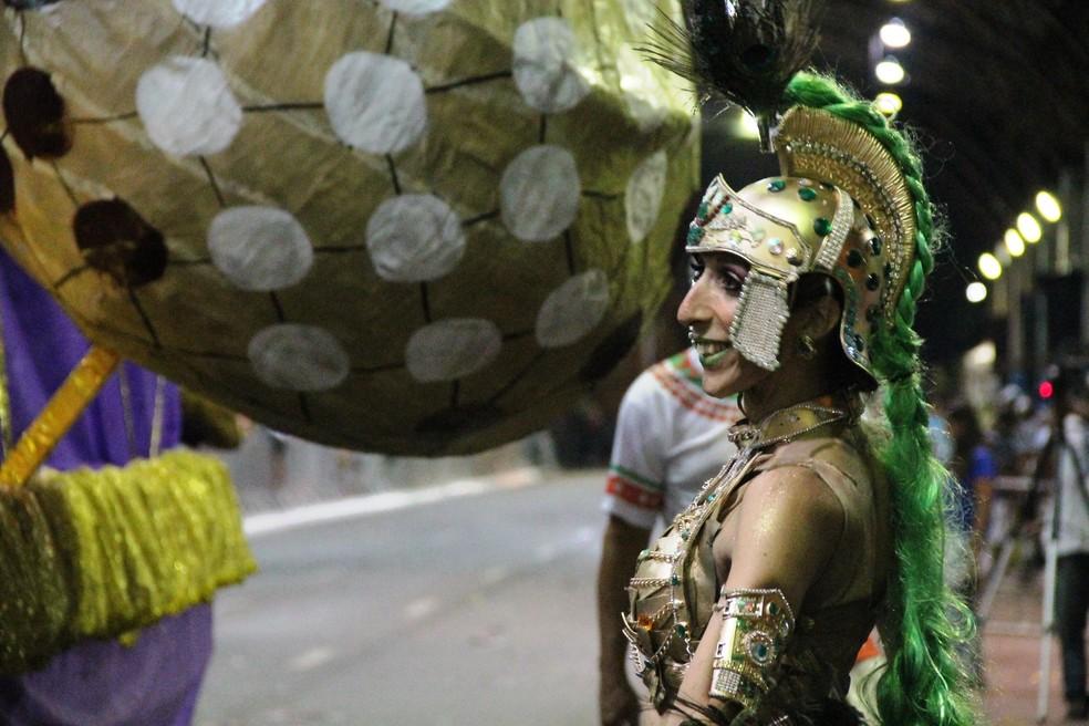 Monique Top no carnaval em  Taubaté — Foto: Fábio França/ G1