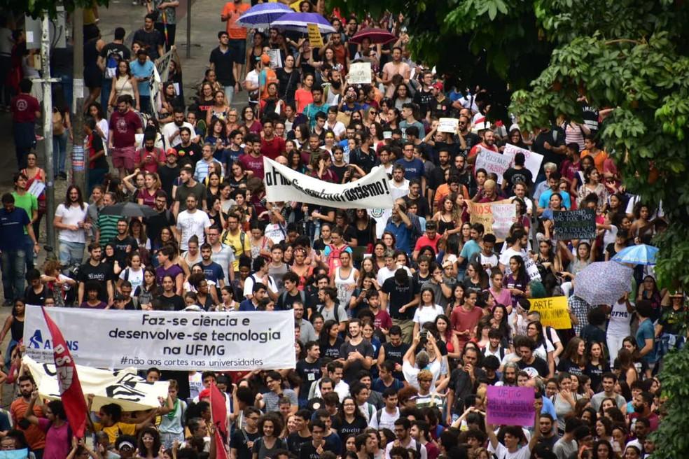 Protesto contra bloqueios na educação, em Belo Horizonte — Foto: Antônio Salaverry/Arquivo pessoal