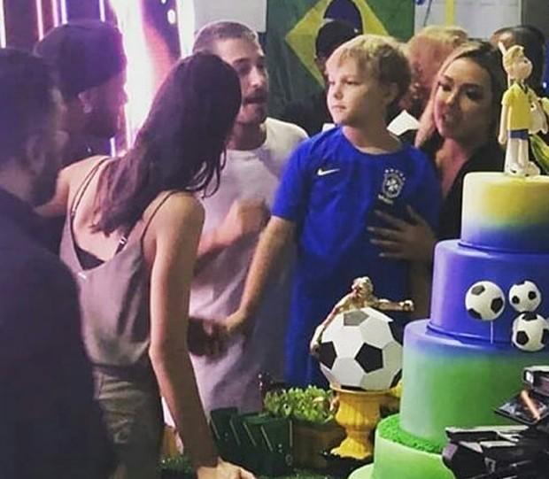 Bruna (de costas), Neymar, Carol, Davi e Vinícius Martinez, namorado da ex do craque (Foto: Reprodução Instagram)