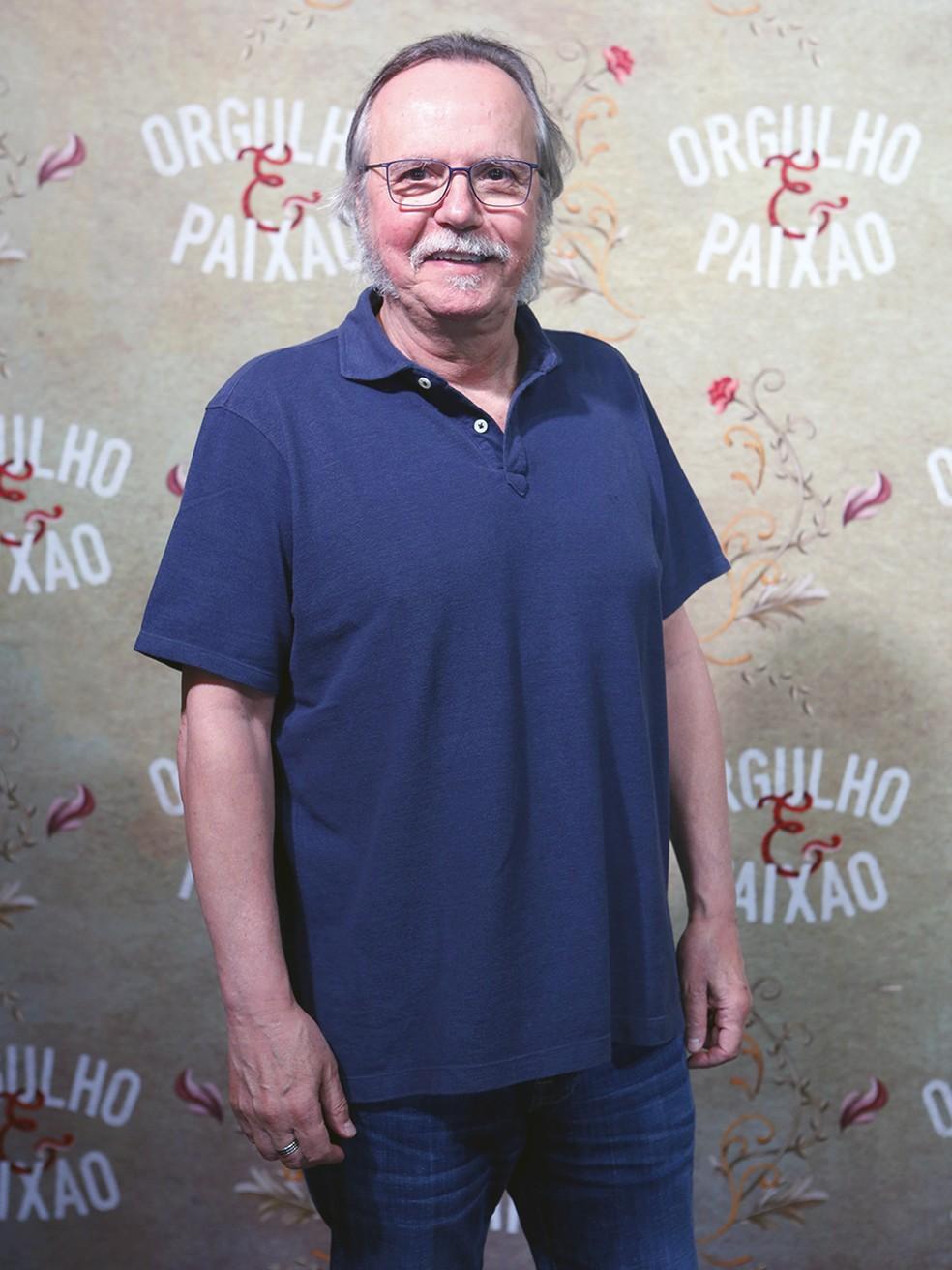 Tato Gabus Mendes usa look com pegada mais casual (Foto: Fábio Rocha/Gshow)