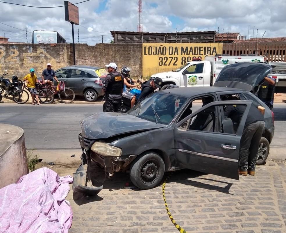 Carro atingiu moto ao fazer conversão à esquerda, em Parnamirim, na Grande Natal. — Foto: CPRE/Divulgação